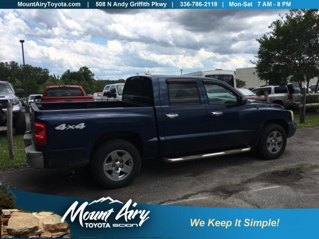 Pre-Owned 2005 Dodge Dakota 4dr Quad Cab 131 WB 4WD SLT